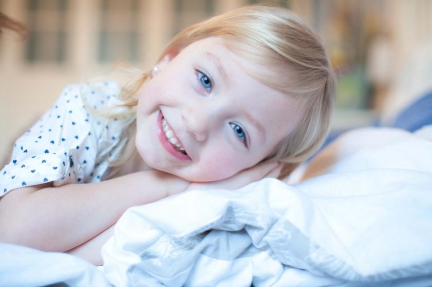 Fotoeule Mareike Smol, Homeshooting im Schlafzimmer Familienfotos Geschwisterbilder (1)