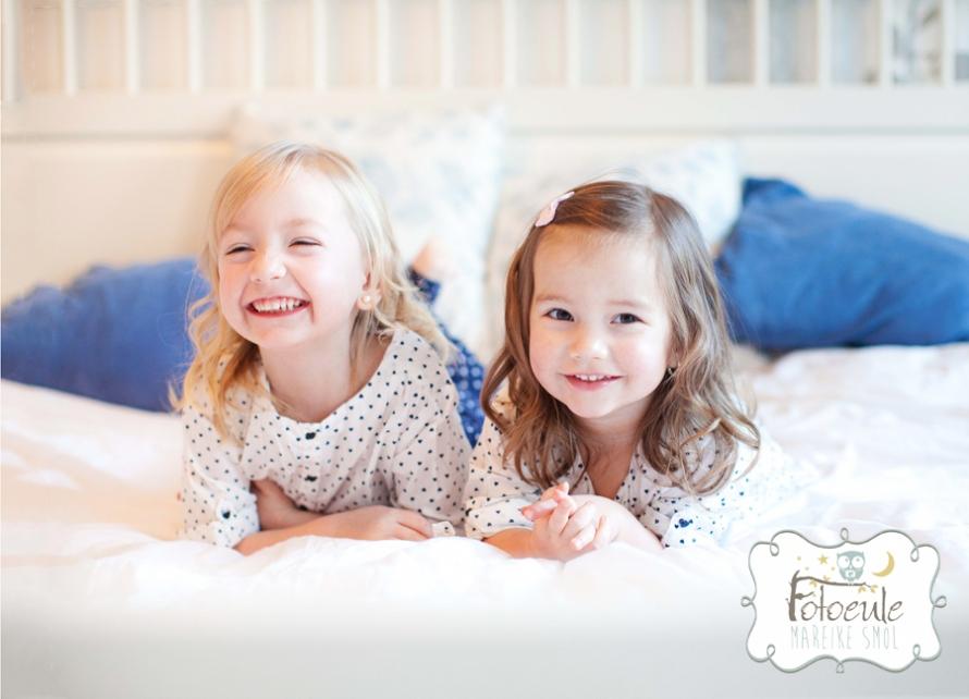 Fotoeule Mareike Smol, Homeshooting im Schlafzimmer Familienfotos Geschwisterbilder (4)